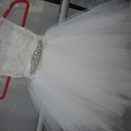 2017 Custom Made White Lace Flowergirl Dress,Sexy Sleeveless Flowergirl Dress,See Through Back Flowergirl Gown, High Quality